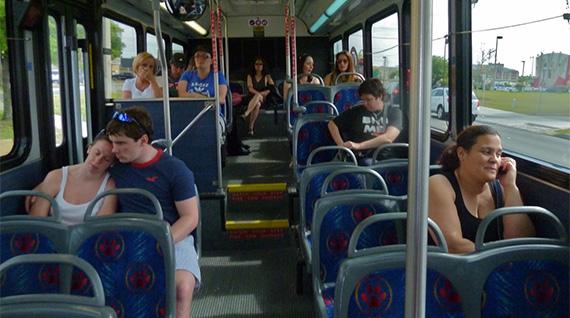 inimesed bussis